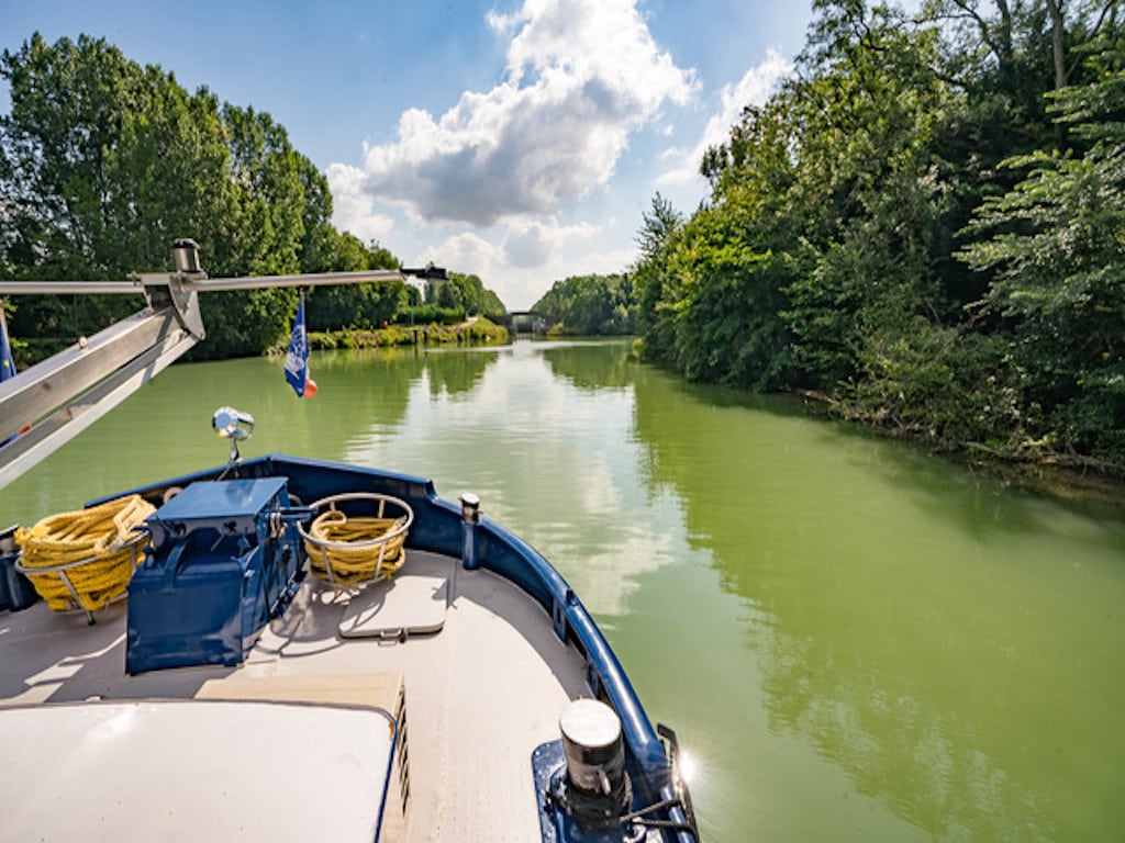 Luxurious cruising on a barge in France
